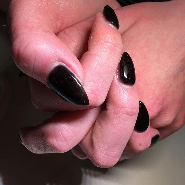 Hidden sparkle 💎  #thediamonddollhouse #beautycompany #kamloops #heffleycreek #barriere #kamloopsmua #kamloopsmakeupartist #nailtech #nailtechnician #nail #nails #nailart #nailpro #nailporn #nailswag #nailstagram #nailsonpoint #nailsonfleek #nailsofinstagram #nailsoftheday #notd #akzentz #akzentzgel #stiletto #stilettonails