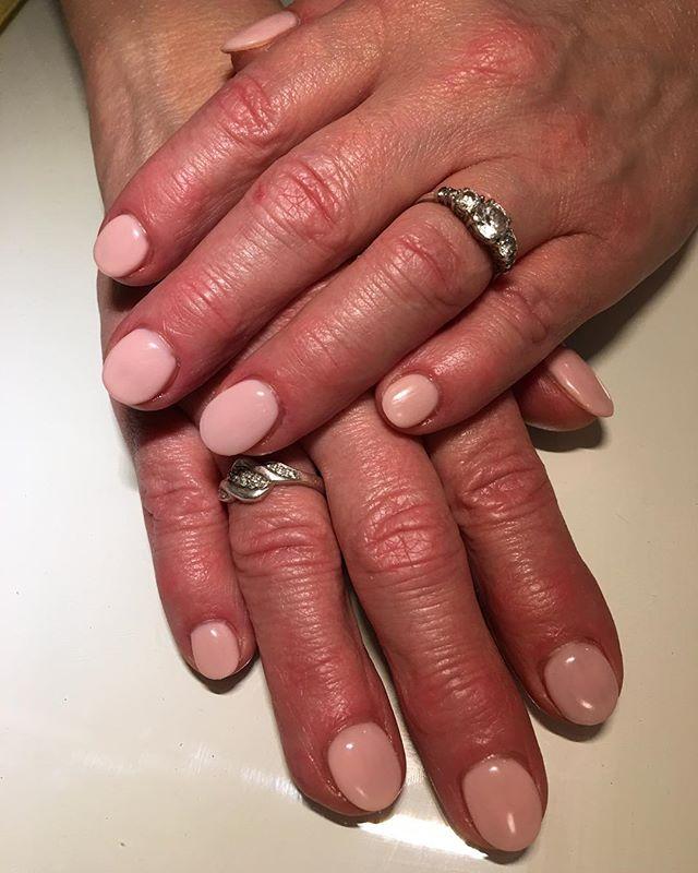 Soft and pink 💎 #thediamonddollhouse #beautycompany #kamloops #barriere #heffley #heffleycreek #beautylife #nail #nails #nailart #nelfie #notd #muaproblems #kamloopsmua #akzentz #akzentzgel #roundnails #round #nailtech #nailtechnician #nailpro #nailporn