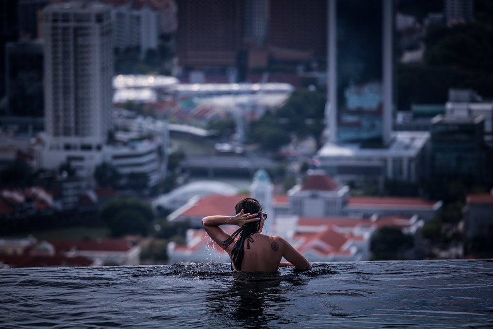 woman in pool-over looking singapore cbd-singapore-spid pye-968-2B6C1869.jpg
