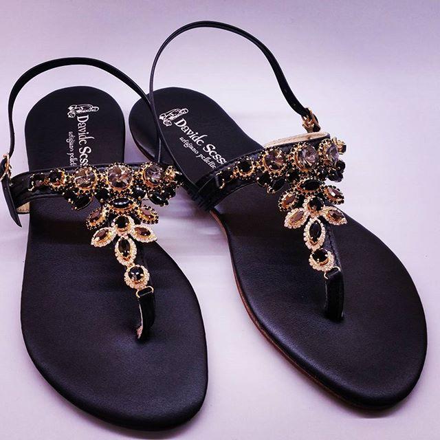 Lo so che per molti l'estate è finita, ma per me è sempre tempo di creare. Sandalo gioiello von sottopiede imbottito.