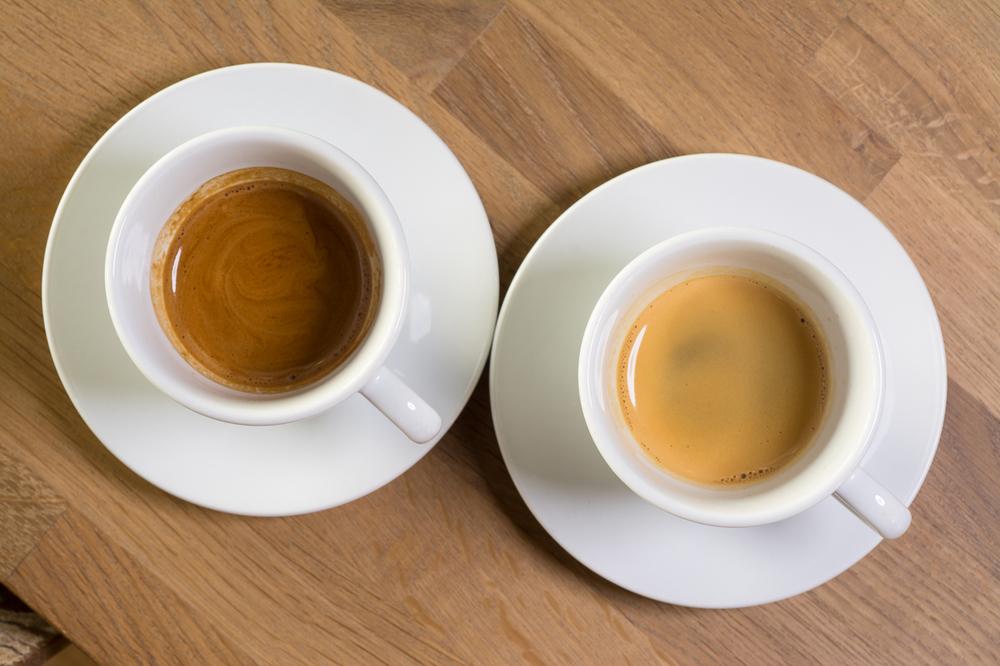 Half & Half Espresso til venstre brukes vanligvis i melkebaserte espressodrikker. Single Estate espressobønner brukes vanligvis til å brygge klassisk espresso. Foto: Bjørn Joachimsen/Lundblad.