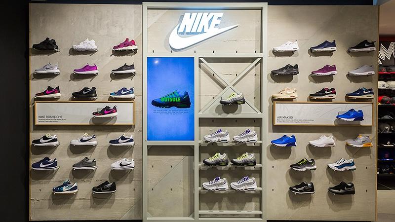 5fc4688f61828 NIKE SHOP IN SHOP FOOTLOCKER MADRID — Global InStore Communication