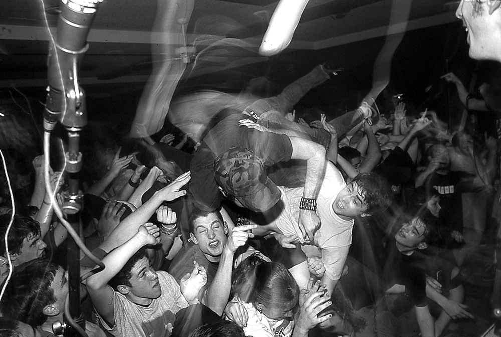 Tim stagediving