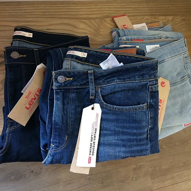 4 pairs of Levi's left... 1 sz 30 - dark wash/skinny 1 sz 31 - Mid wash/slim 2 sz 31 - light wash/skinny/comfortable like leggings!!! ❤️ 40% off ❤️