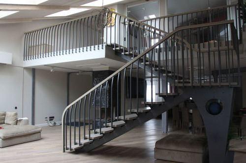 Стильный и современный вид лестниц