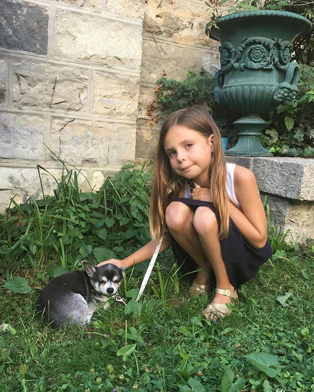 Joséphine and Lénine ❤️ #firstdayinswitzerland #lausanne #notnewyork #dogsofinstagram #vacation #bestfriends
