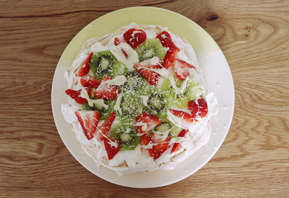 Strawberry, kiwi & white chocolate pavlova