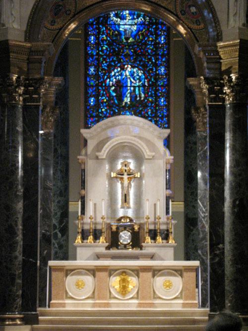 basilicamainaltar2_web.jpg