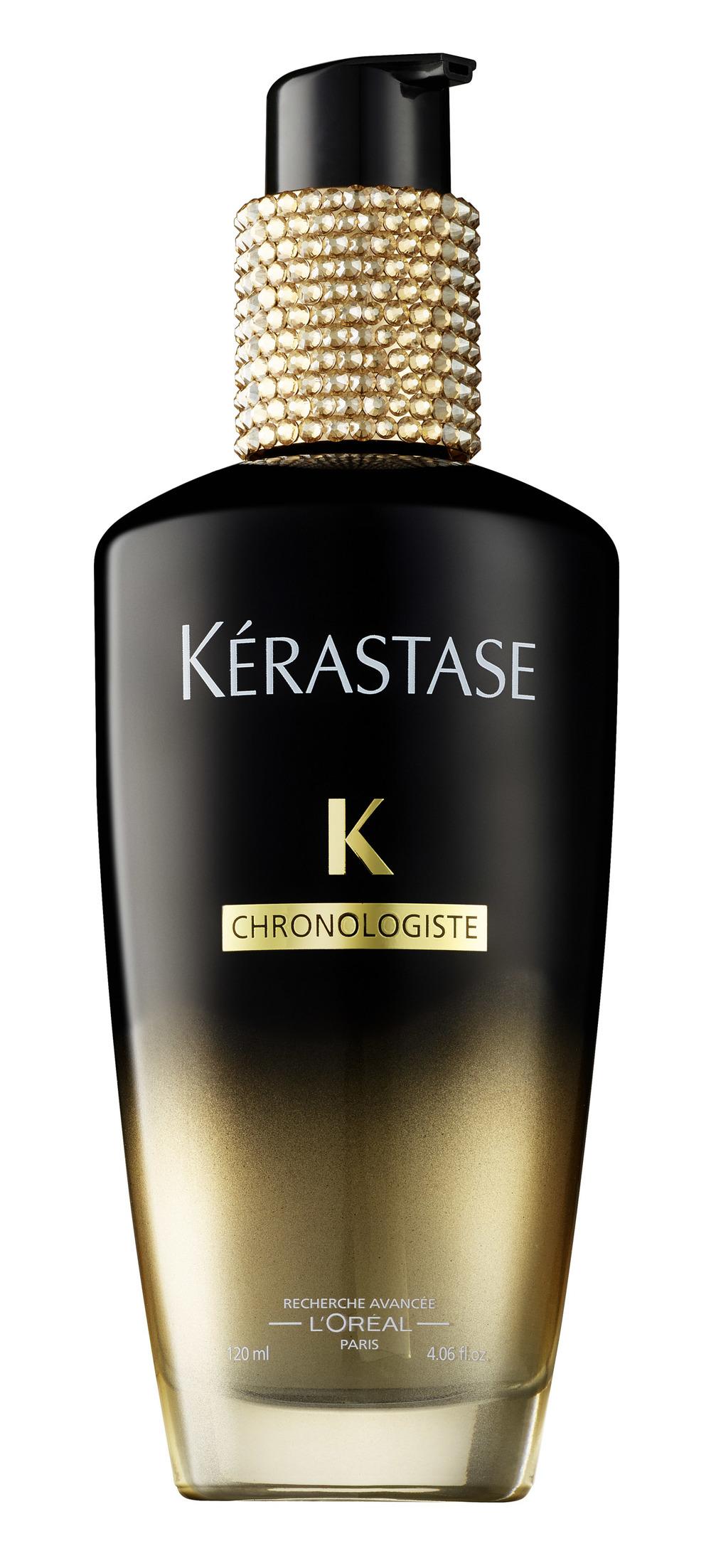 Chronologiste Fragrant Oil Crystallized - Die very limited Edition von Swarovski. Ab sofort und nur bei uns im Salon, limitiert auf 5 Flaschen zum Preis von je 300,- Euro. Der Erlös wird zu 100 Prozent zur Unterstützung des Mehrgenerationen Hauses München gespendet. Das erste Parfum für das Haar von Kérastase, das Parum en Huile besteht aus Düften der Haute Parfumerie und aus einem Myrrh Oleo-Komplex. Als letzter Schritt verleiht das Parfum en Huile ihrem Haar, nach dem Frisieren, eine aussergewöhnliche Sanfheit und Glanz. Das Haar wird für längere Zeit von diesem sinnlichen, zarten und langanhaltenden Duft parfümiert. Die Haarfaser wird gepflegt und veredelt. 1-2 Pumphübe mit den Händen auf das trockene Haar streichen. Vor allem in den Längen und Spitzen einarbeiten. Nicht ausspülen.