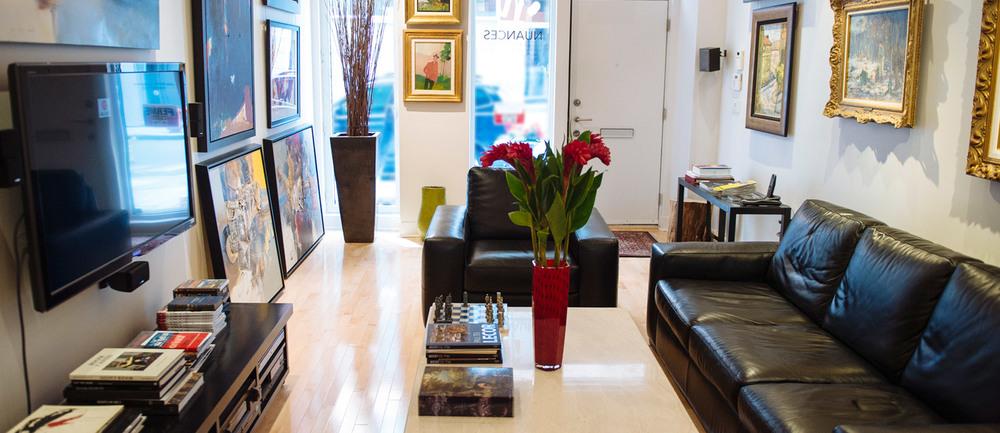 Une galerie d'art chaleureuse où on prend le temps de comprendre votre profil de collectionneur