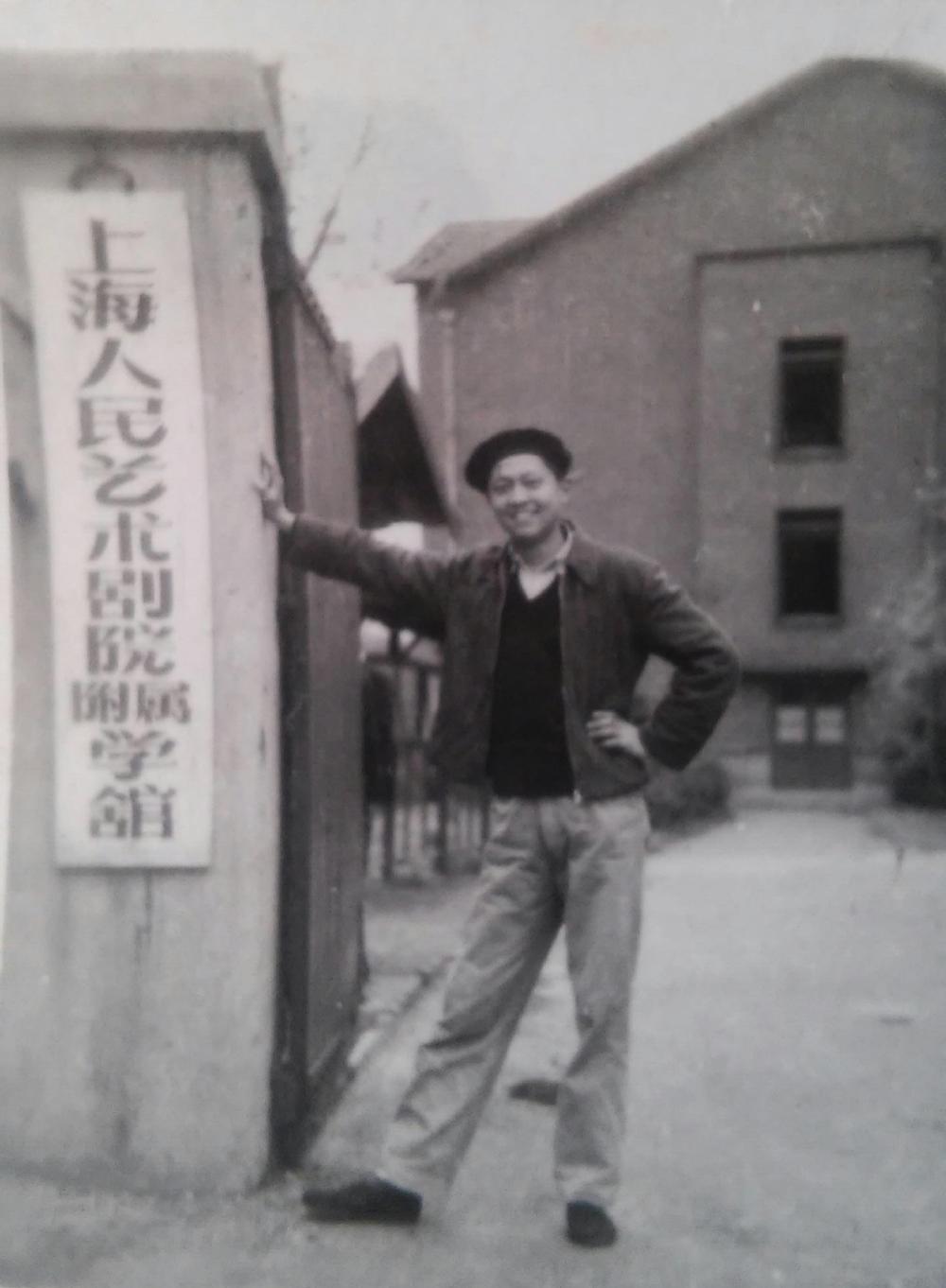 陈青海老师接受过话剧表演的专业训练,1961年