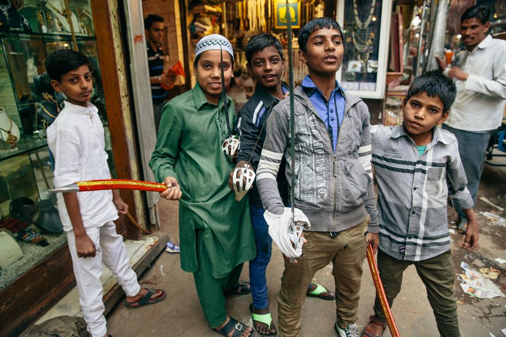 Die Jungen in Feststimmung für das alljährliche grosse muslimische Fest in Old Delhi.