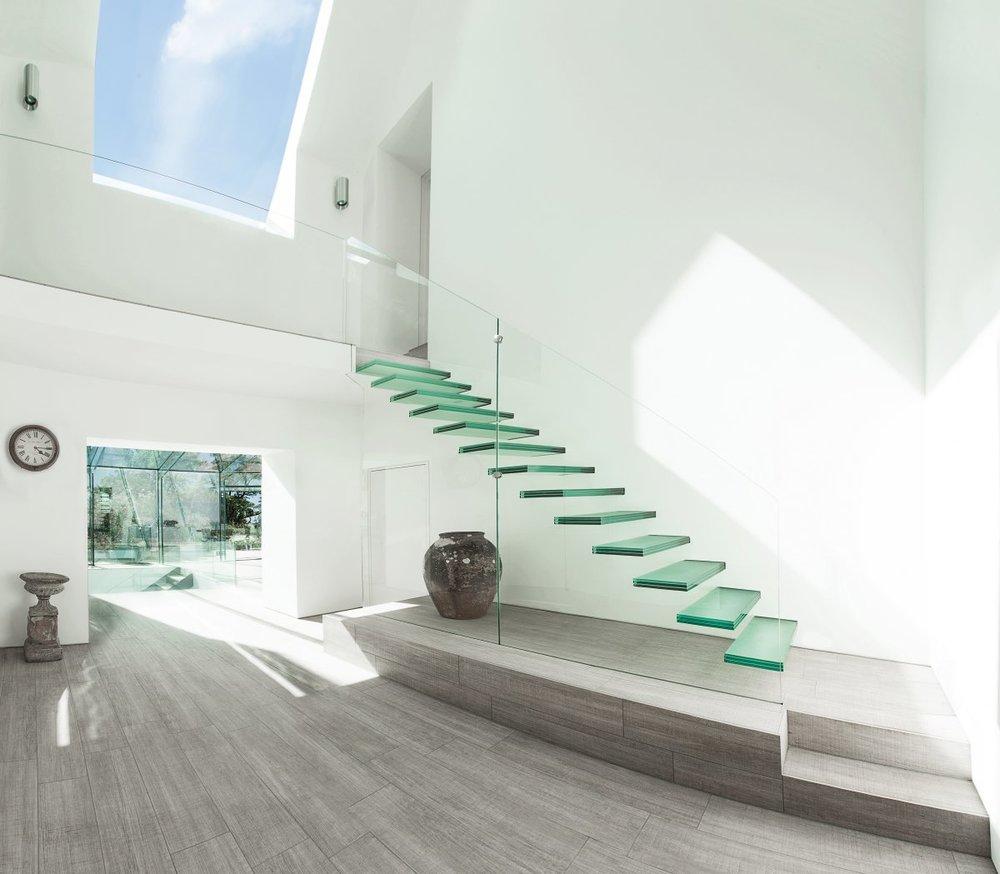 o minimalist-glass-staircase-design.jpg