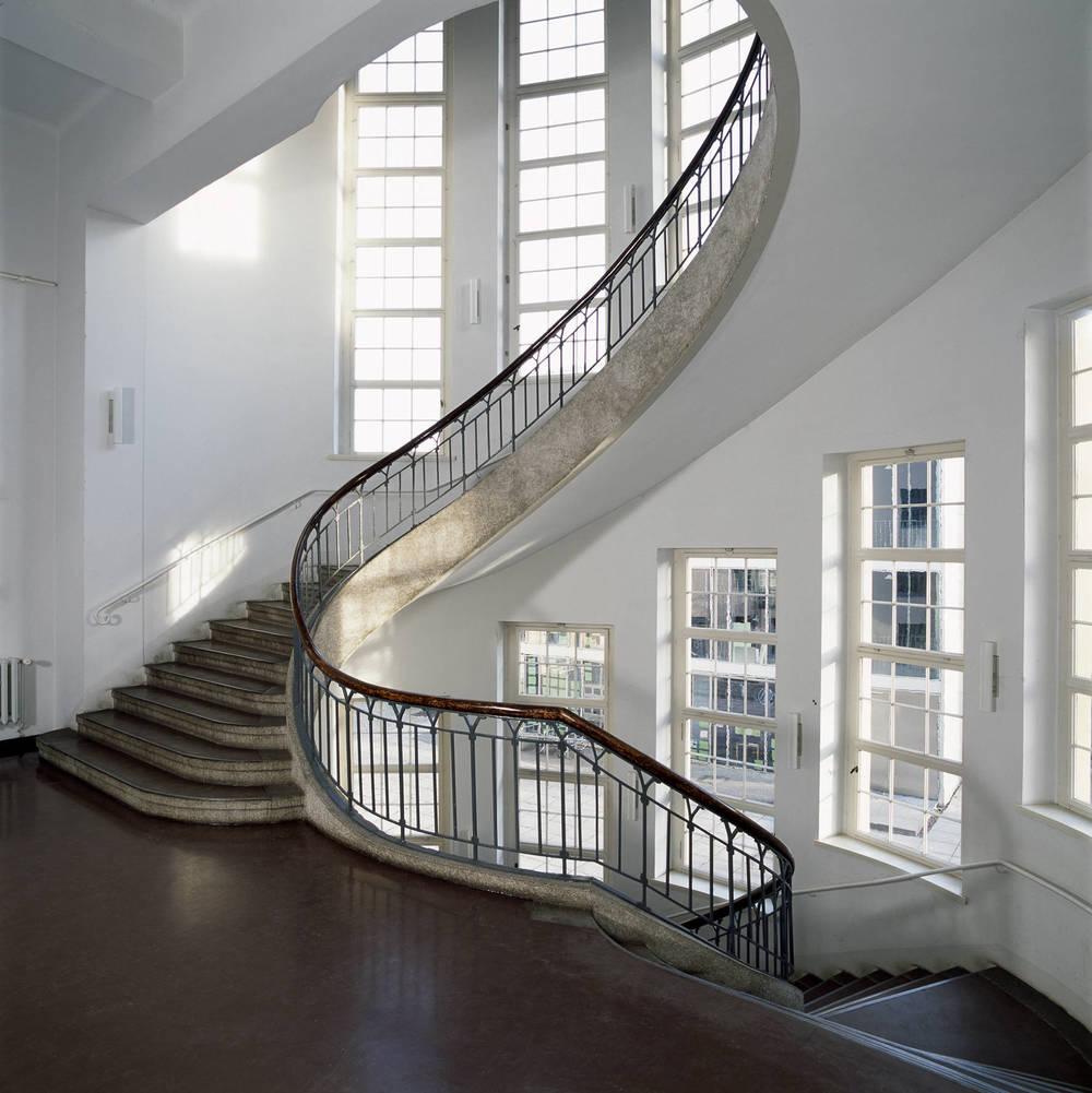 o impressive-staircase.jpg