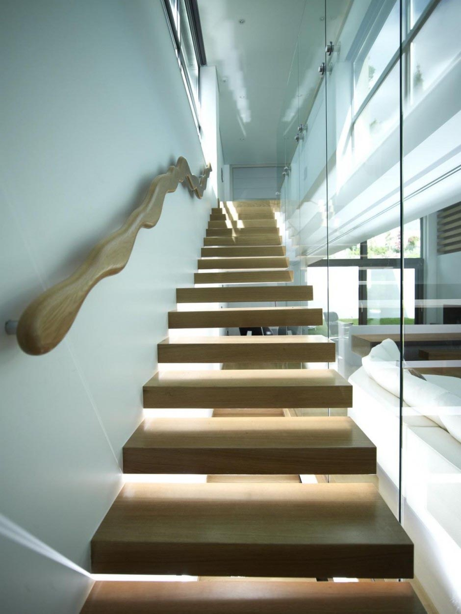 t Interior-Stairs-at-Modern-House.jpg