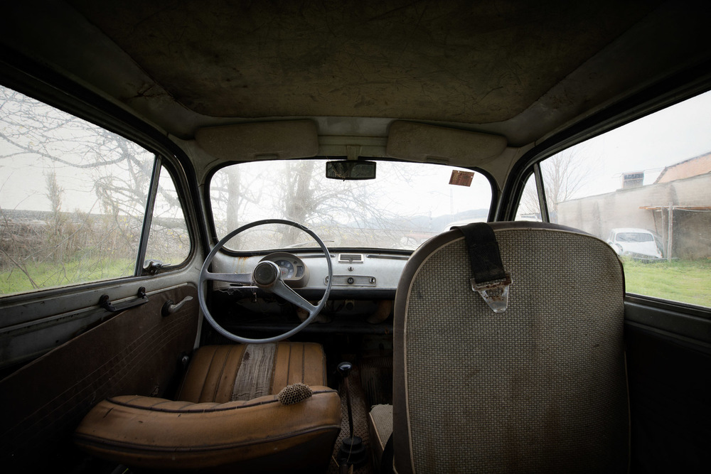 abandoned-places-car-volkswagen.jpg