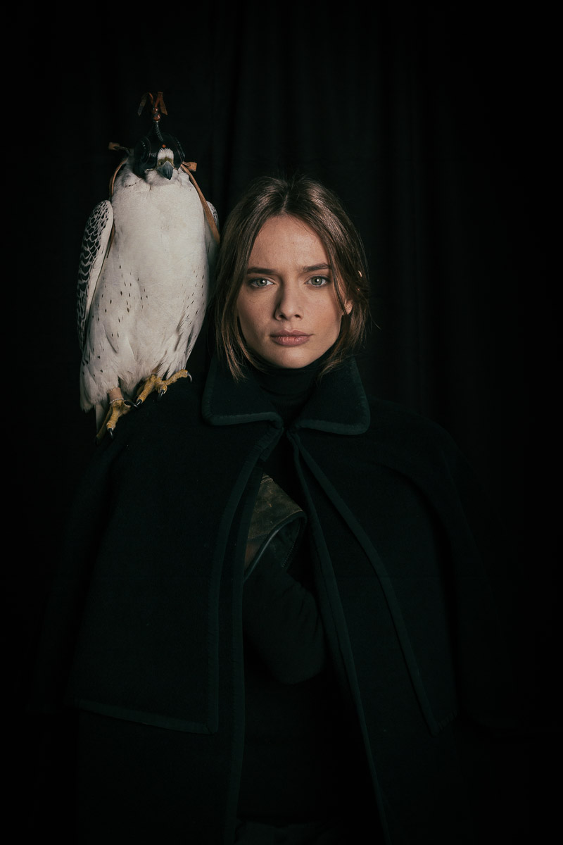 lady-and-bird-photos-wild-life-photography-in-studio.jpg