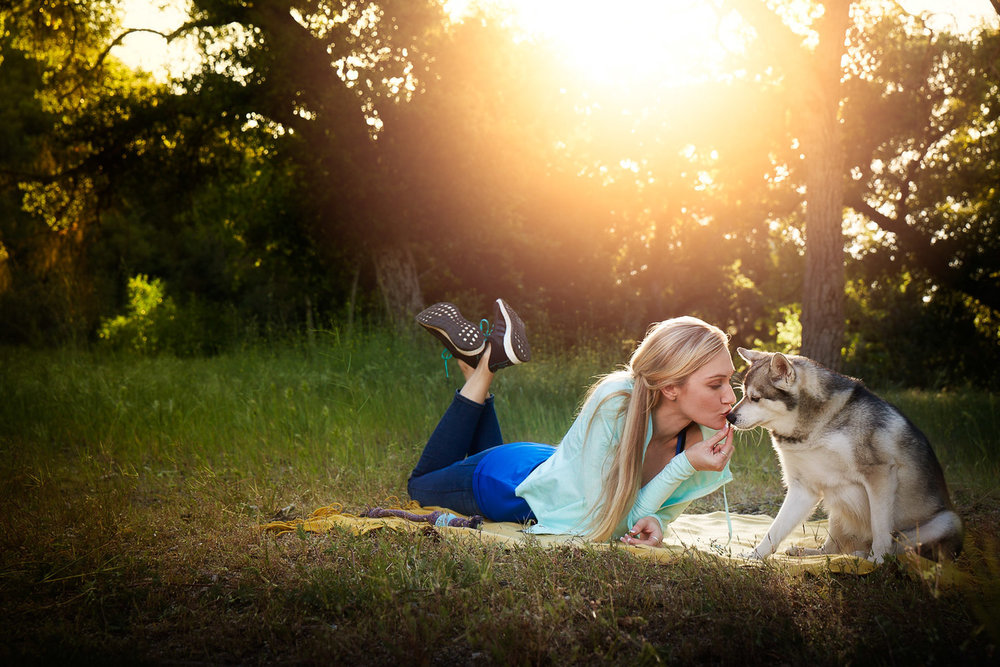 girl-kissing-dog-sunset-picnic-with-dog-healthy-life-fitness-photography-natural-balance.jpg