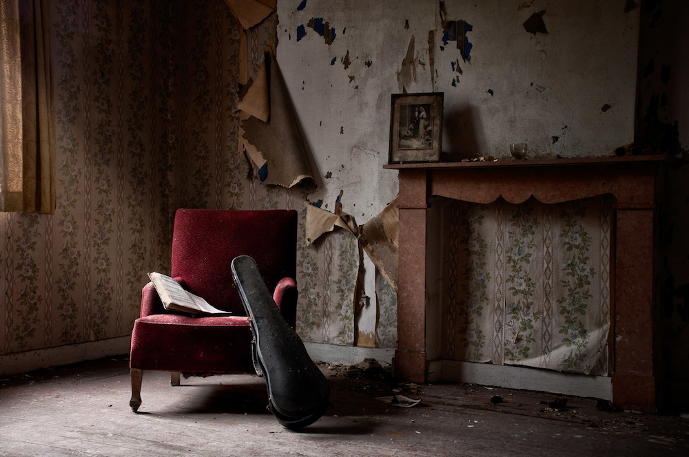 abandoned-photography-violin-house-urbex