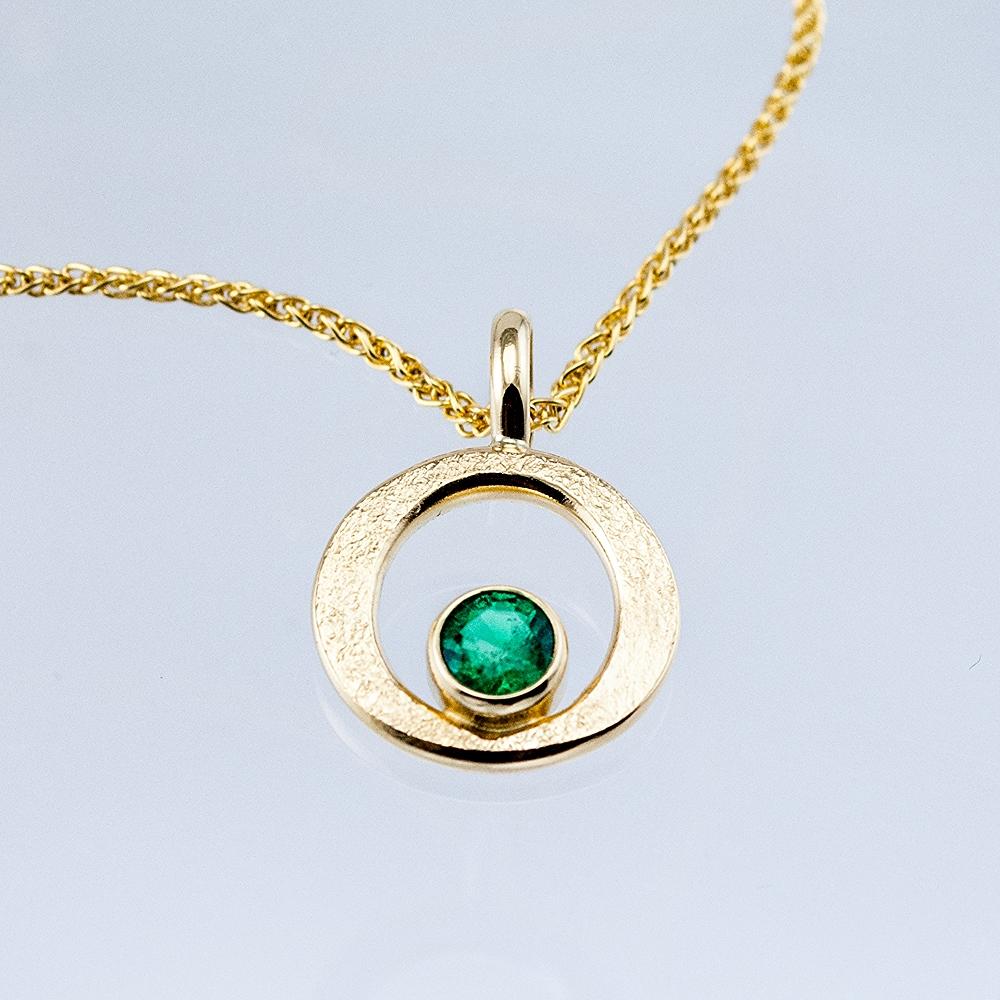 GEO Single Circle Pendant with Emerald