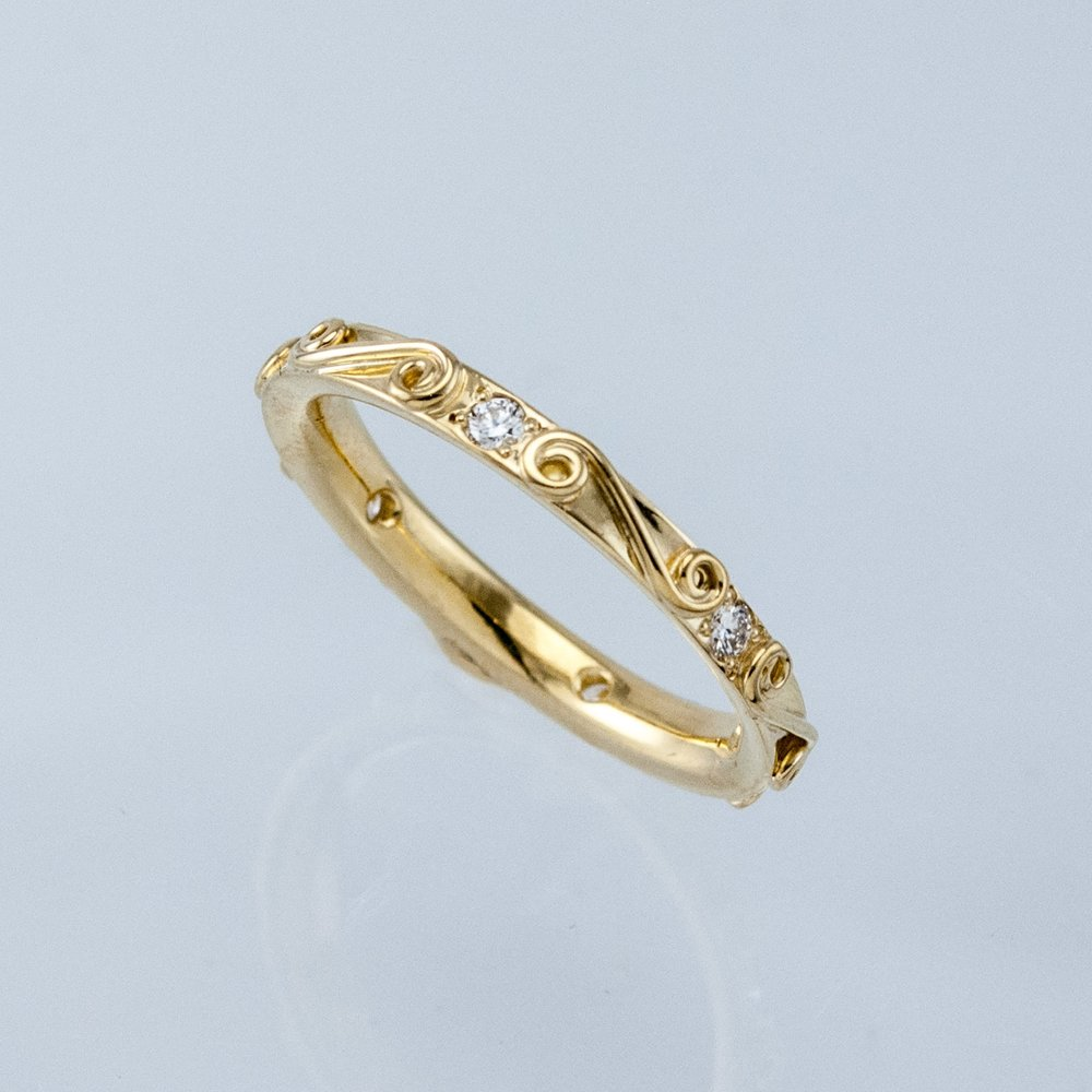 Slender Spiral Ring with Diamonds