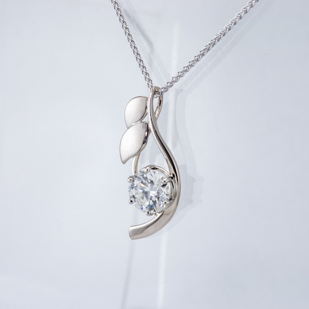 Reeds Pendant with Large Diamond