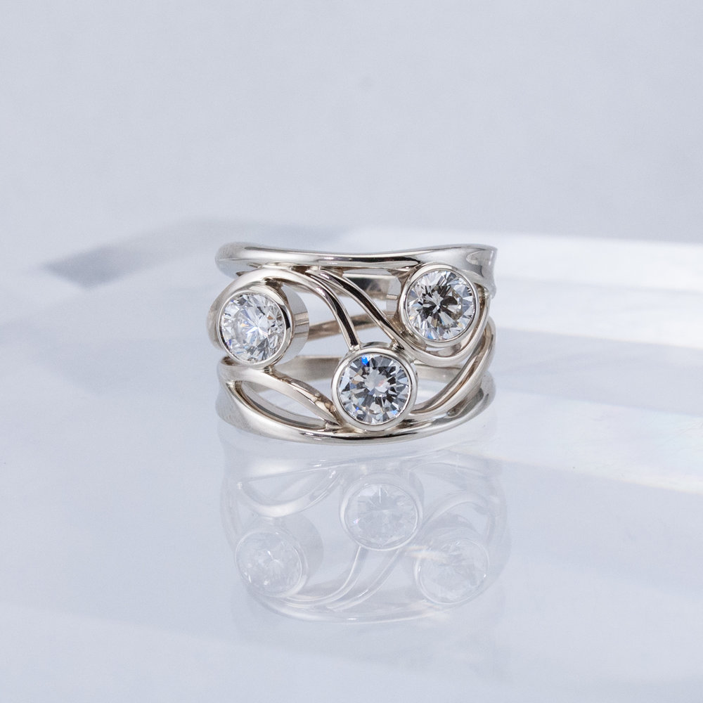 Constellation ring with 3 Diamonds