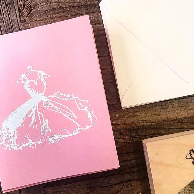 DIY: Bridal Shower Invitations 👗— coming soon to the Blushing Bride Blog 👰🏻 ❤️atlanticavenew.com #diy #diywedding #wedding #cardmaking