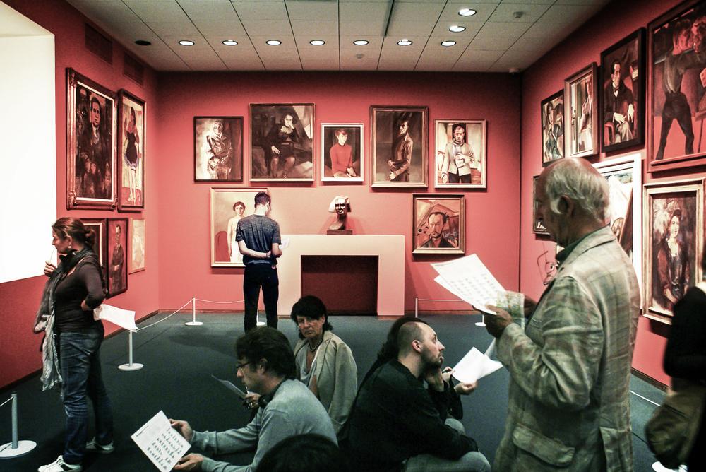 Ce que j'aime visiter dans les musées, ce sont les visiteurs.