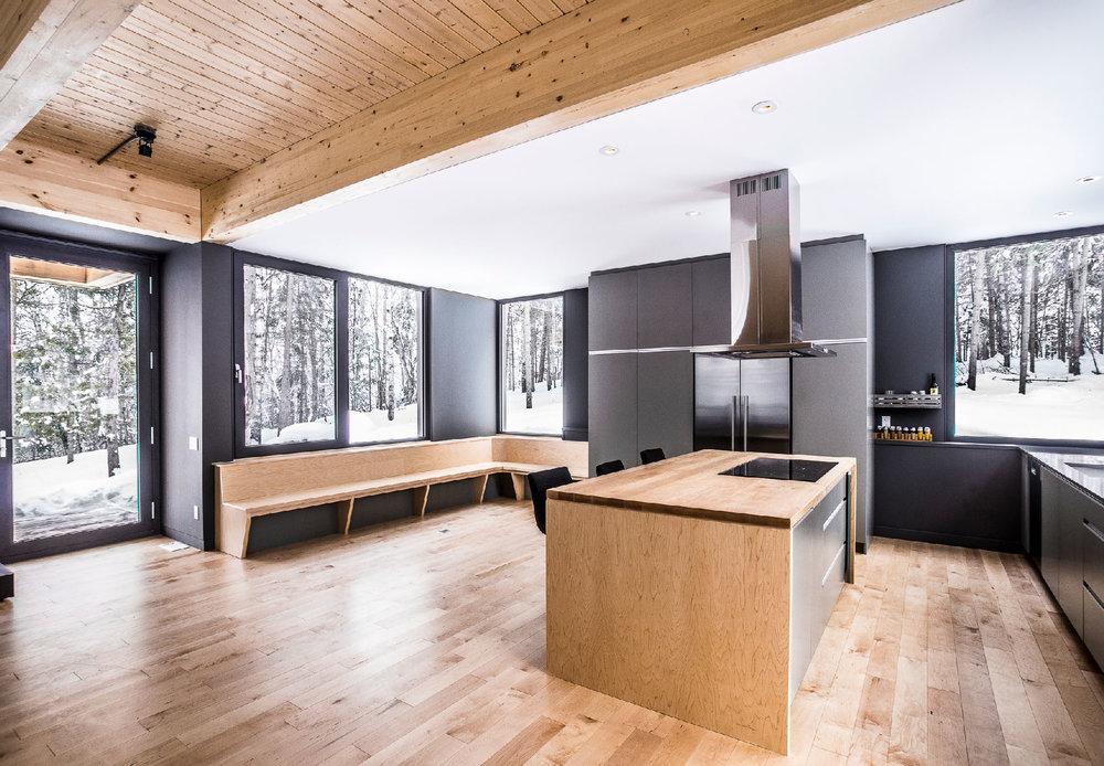 Résidence Tremblant /  Natalie Dionne Architecture  © Raphaël Thibodeau