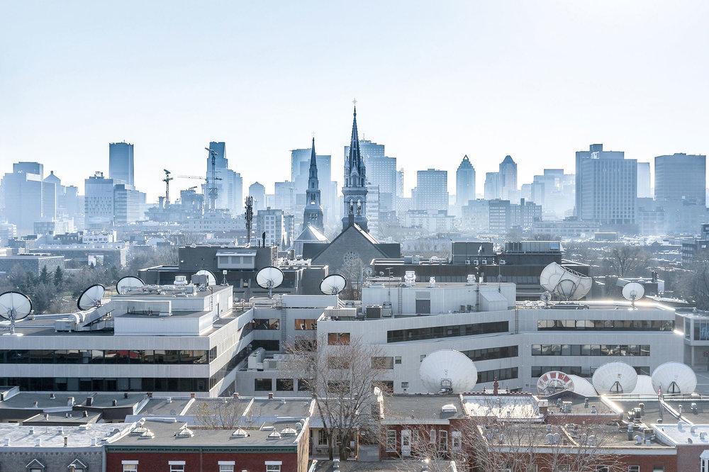 Vu à Montréal / La ville aux cents soucoupes © Raphaël Thibodeau