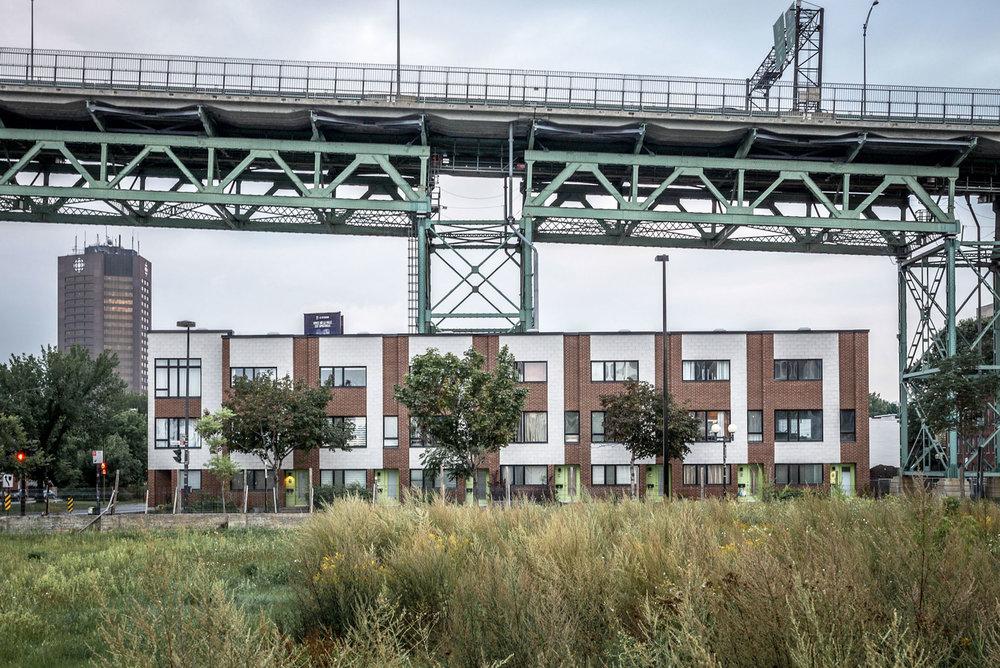 Vu à Montréal / Sous le pont © Raphaël Thibodeau