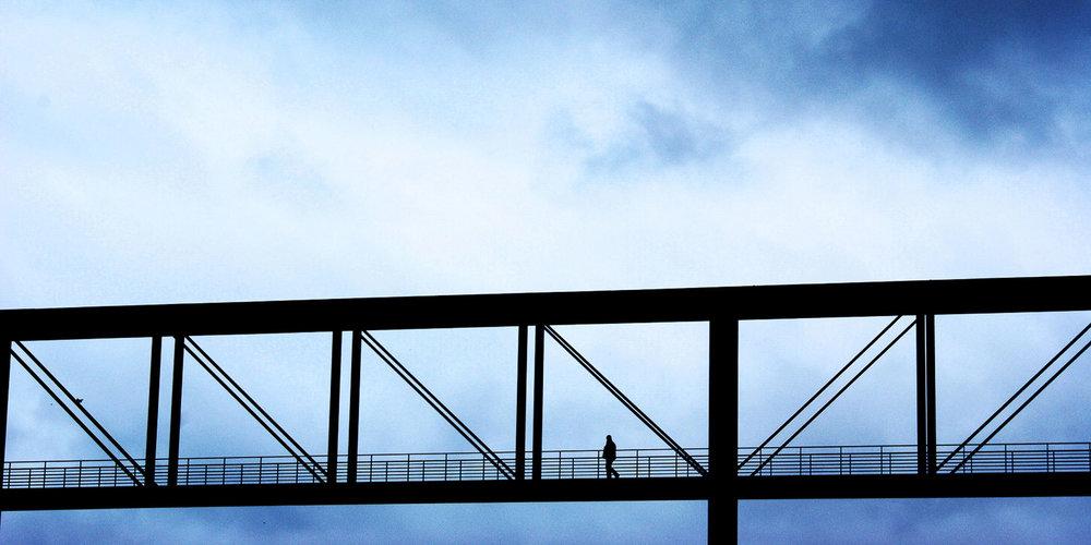 Petites personnes / Dans la poutrelle ajourée © Raphaël Thibodeau
