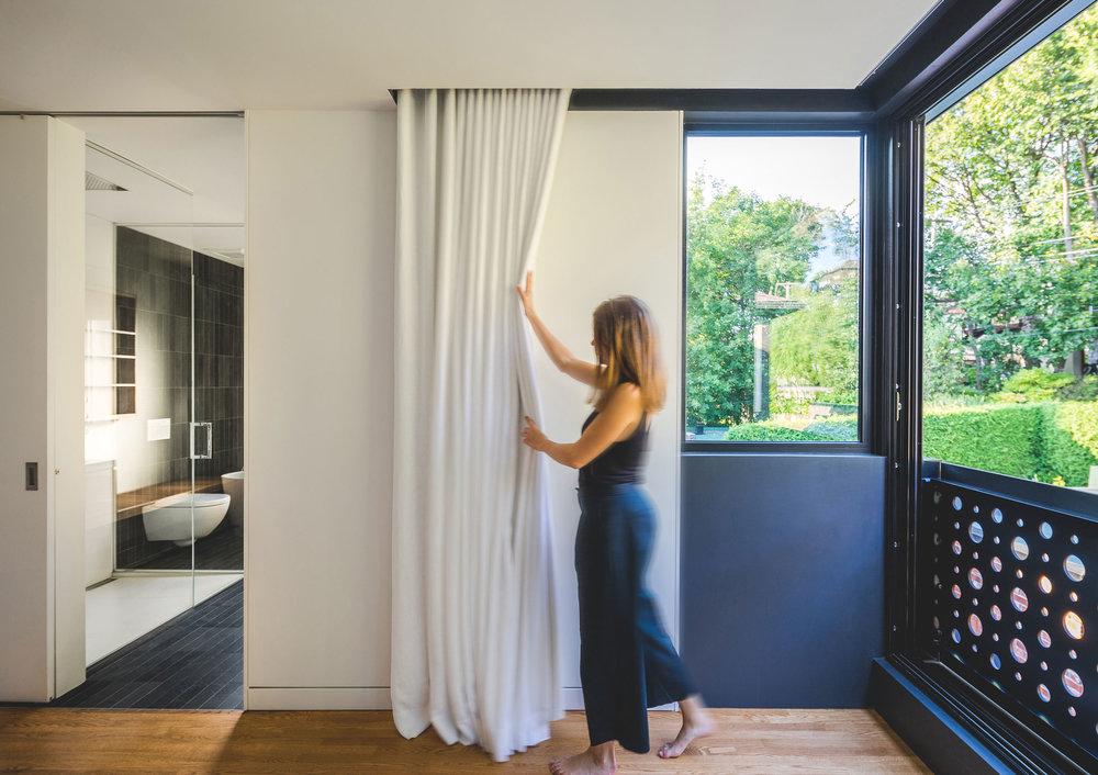 <<<<<  BACK   Boîte noire II /  Natalie Dionne Architecture  © Raphaël Thibodeau