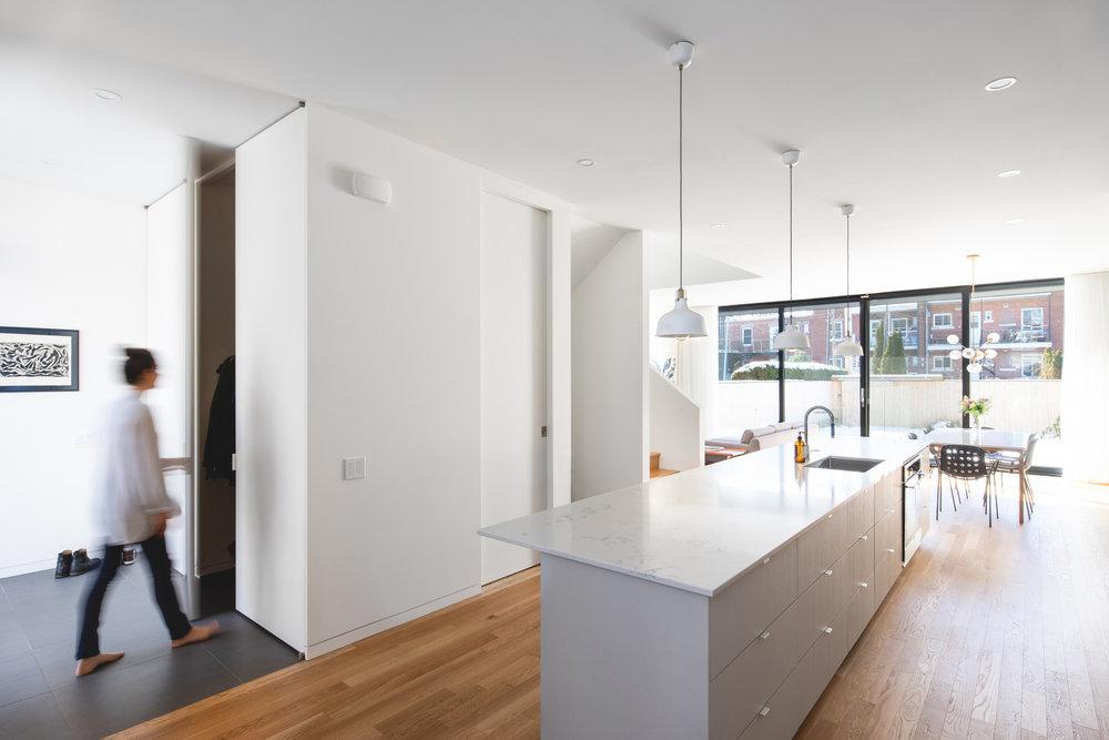 <<<<< BACK   1ère avenue, par  Table Architecture  © Raphaël Thibodeau