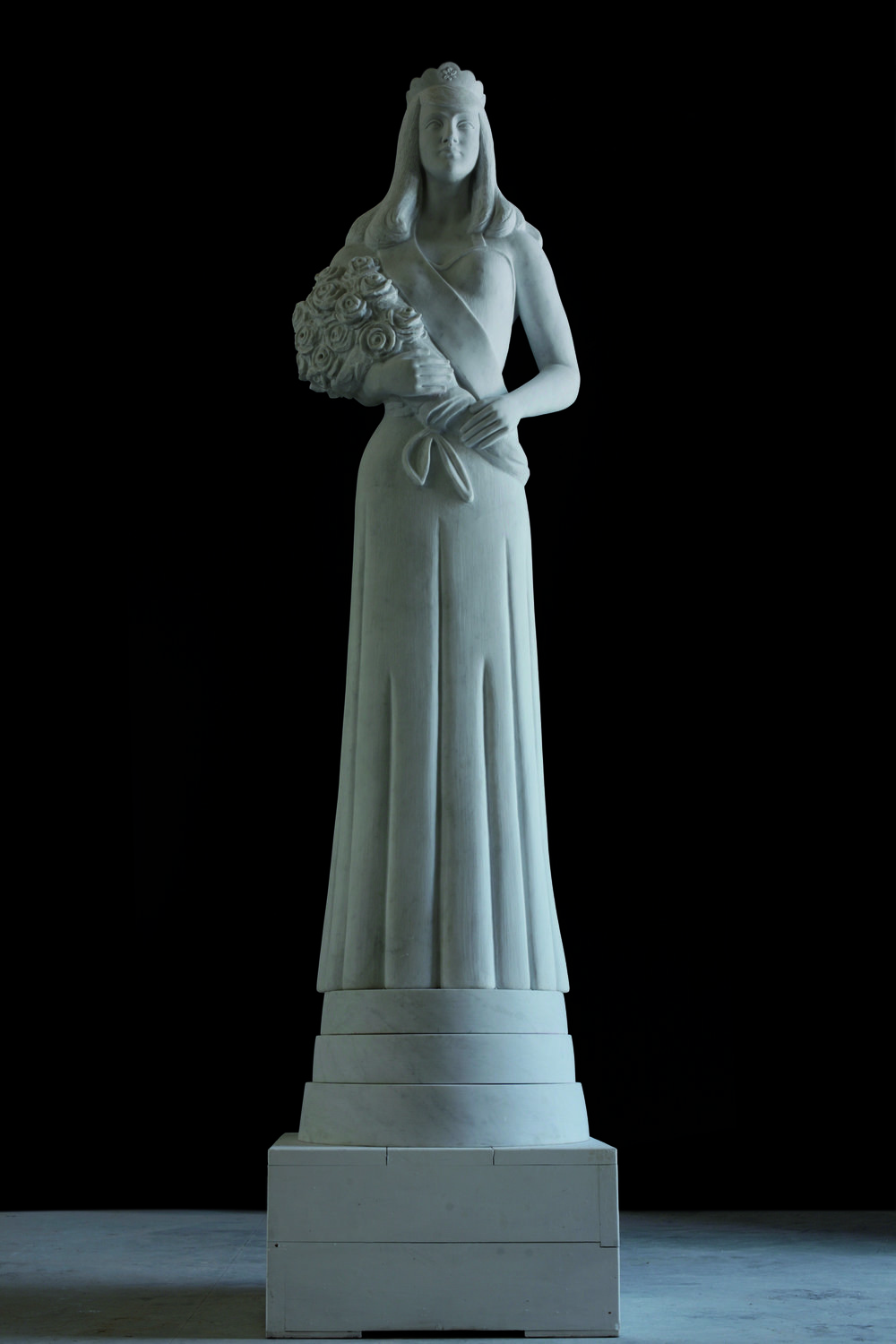 Beauty Queen Totem , 2009  Carrara marble  132 inches tall