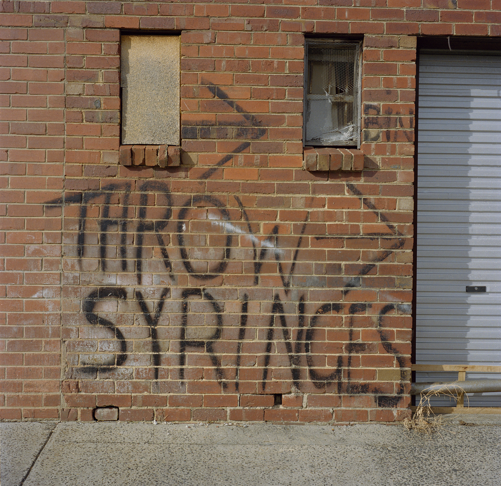 Throw syringes in the bin (2009)