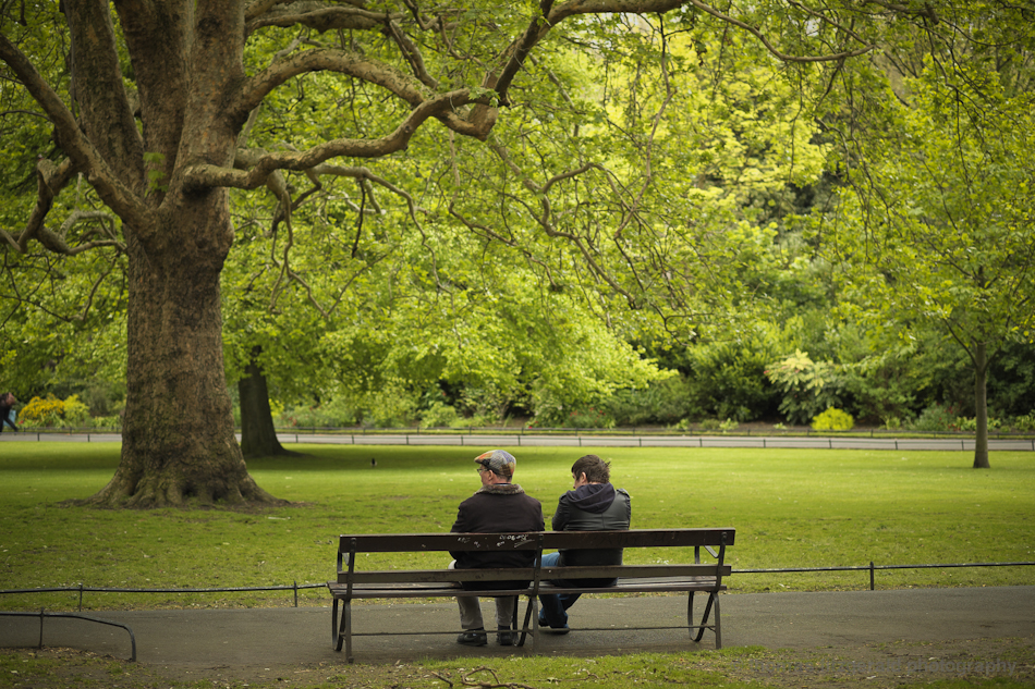 guys on a bench in Stephen's Green - Fuji X-Pro1 and Fujinon 60mm