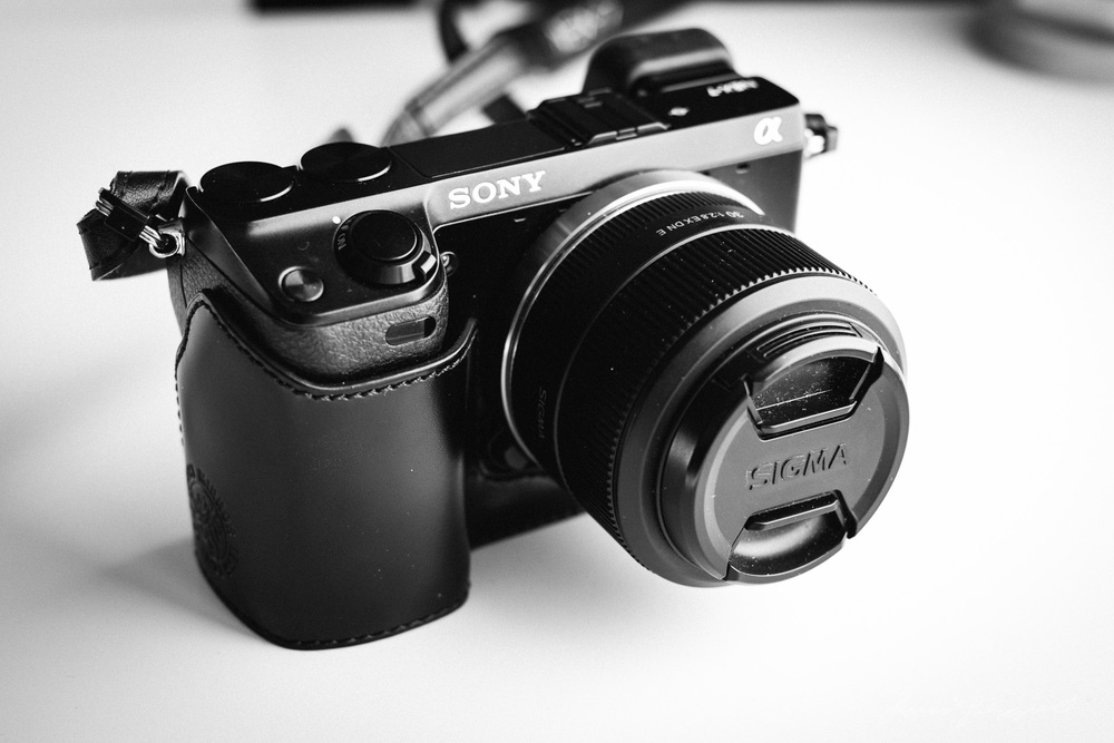 A quick review of the gariz leather half case for the sony nex 7 thomas fitzgerald photography