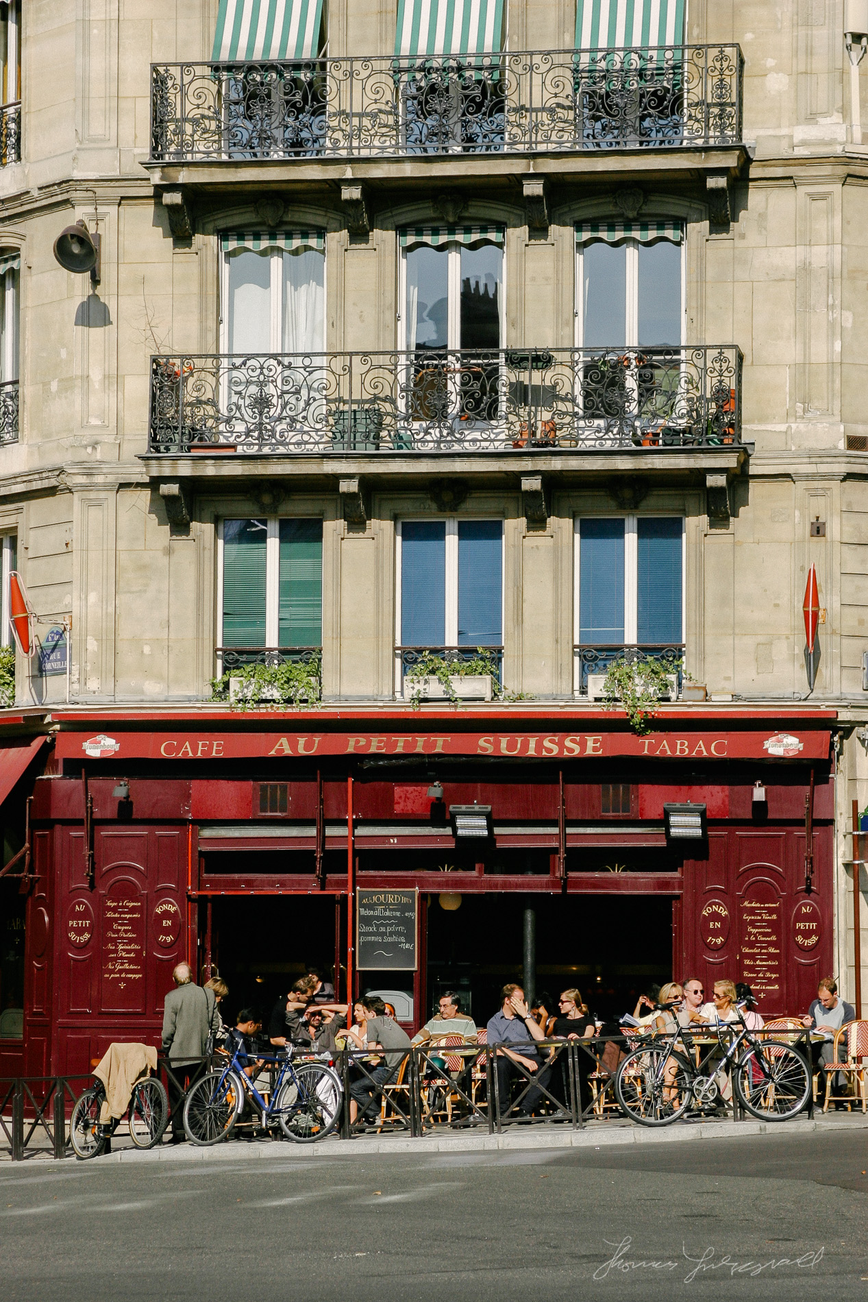 Au Petit Suisse Cafe in Paris