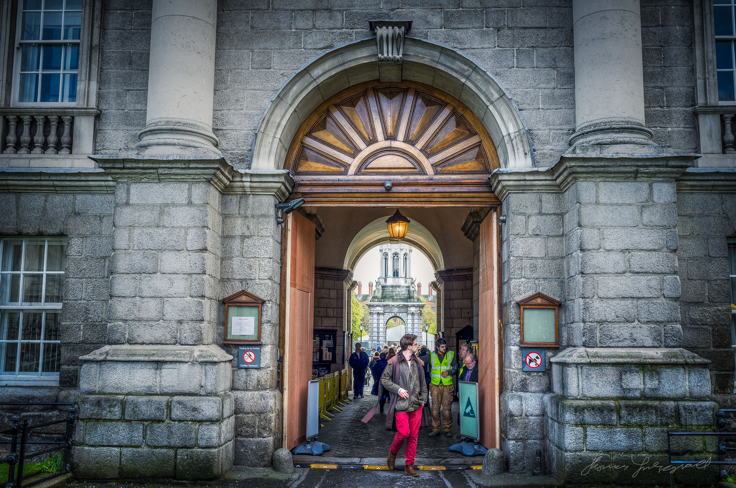 Wounded doors at Trinity College - HDR shot with x100