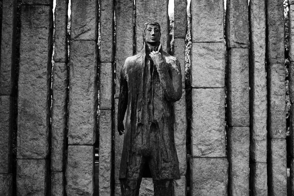 black-and-white-statue.jpg