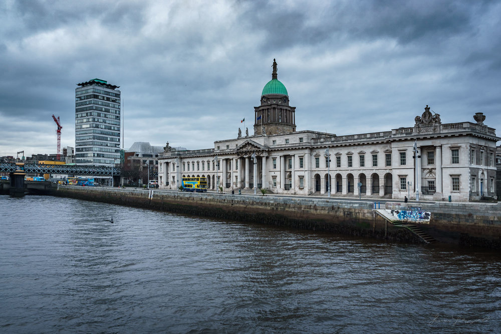 Custom House Moody Sky - HDR in Lightroom