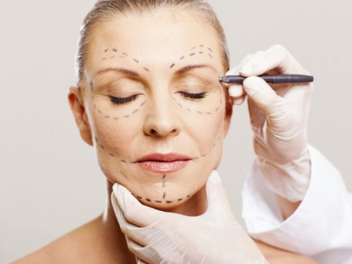 Non-invasive cosmetic and plastic surgery is a beauty hit.