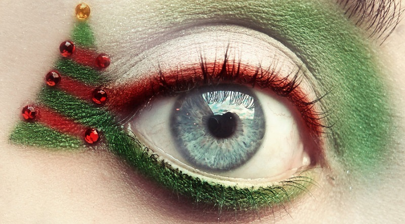 Five amazing Christmas eye inspirations