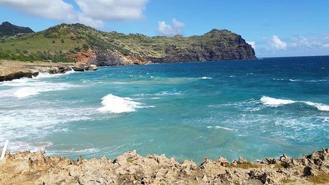 Winter(?) mermaid moments in #kauai  #zentropics #mahauleputrail Bonus meditation labyrinth atop the cliffs.