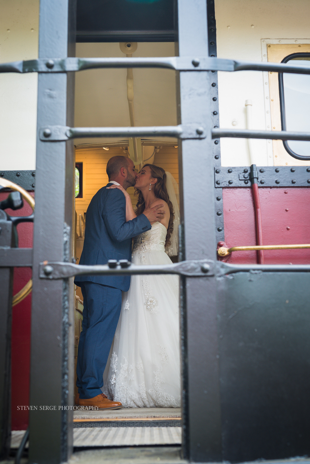 philadelphia-pheonixville-columbia-station-wedding-photographer-serge-steven-7.jpg