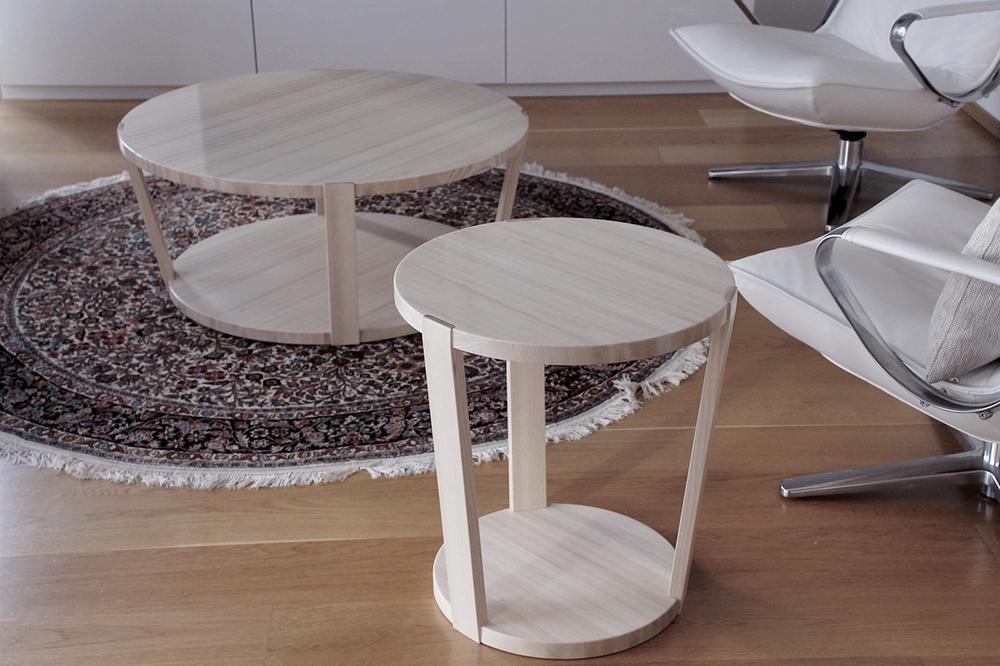 Sohva- ja sivupöytä saarnea.