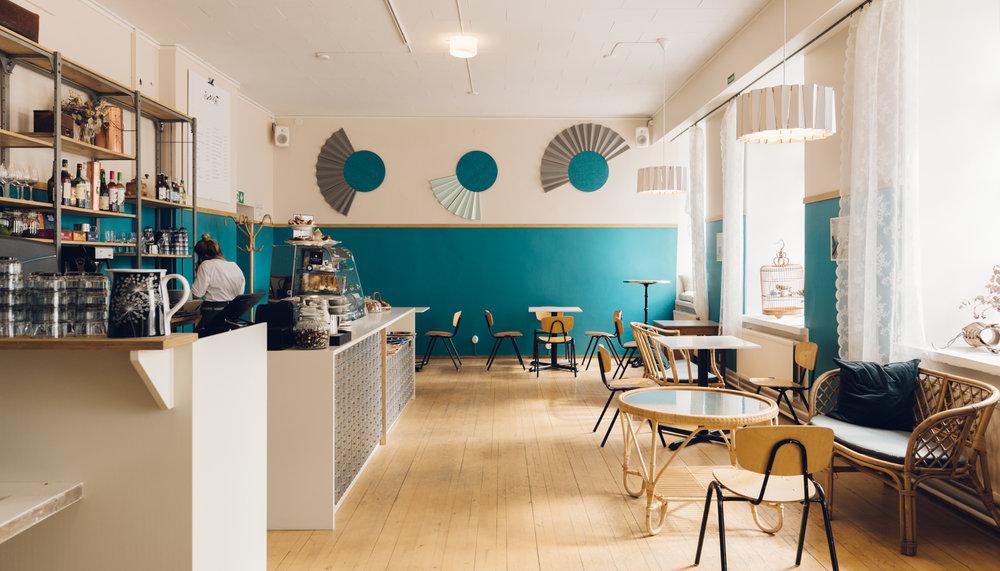Kakolan vankilan vanhasta jumppasalista on tehty pop-up kahvila. Tilasuunnittelu: A-J Silvennoinen & Tom Gustafsson.