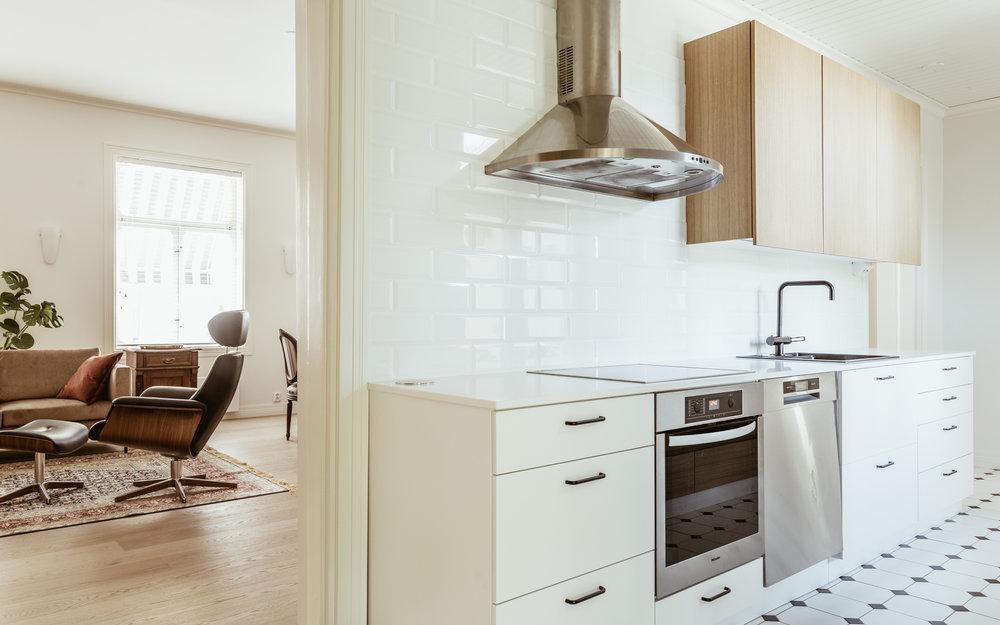 Pinta-alaltaan pienessäkin keittiössä voi olla avoin tunnelma.